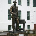 Торопец: памятник учителю